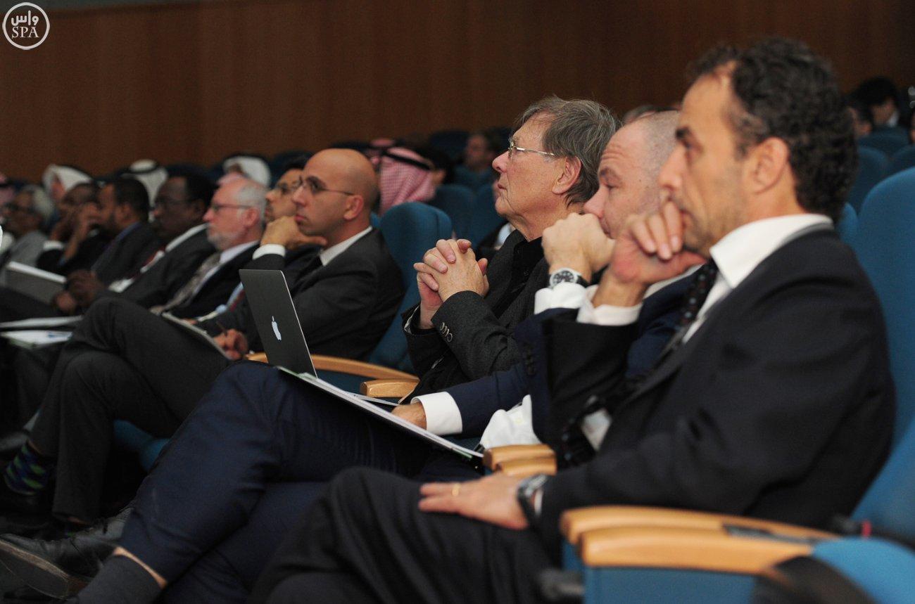 وكيل وزارة الصحة يؤكد أهمية المؤتمر العالمي لأبحاث لقاح كورونا (3)