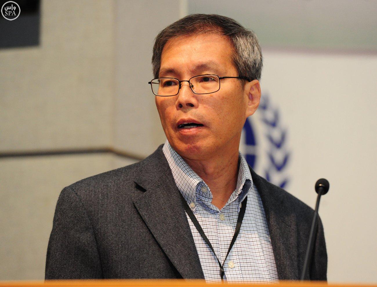 وكيل وزارة الصحة يؤكد أهمية المؤتمر العالمي لأبحاث لقاح كورونا (4)