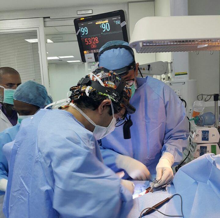 ولادة توأم سيامي يمني الجنسية بمستشفى أبها للولادة والأطفال (4)