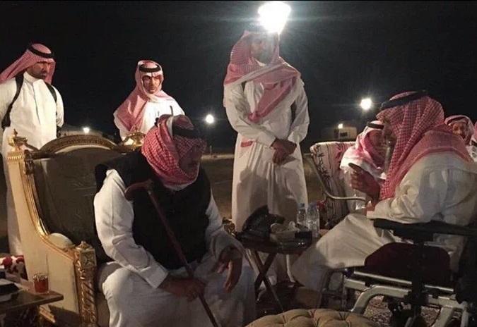 ولي العهد محمد بن نايف يستقبل المواطنين في مخيمه الخاص