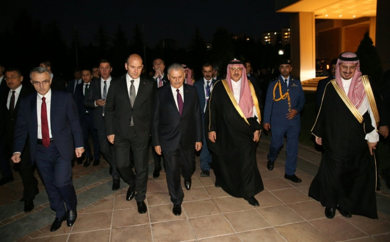 ولي العهد يتجول في قصر تشانكيا بالعاصمة التركية أنقرة