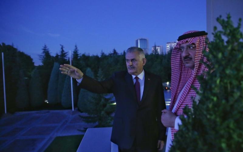 ولي العهد يتجول في قصر تشانكيا بالعاصمة التركية أنقرة 3