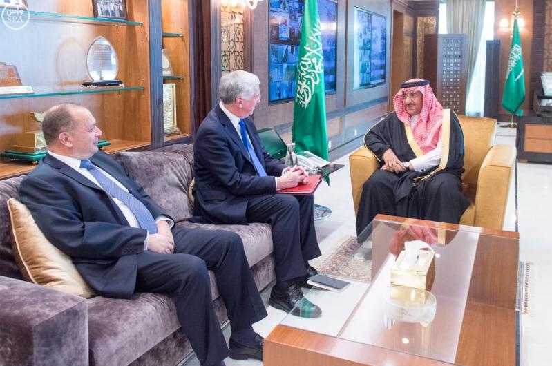 ولي العهد يجتمع مع وزير الدفاع البريطاني