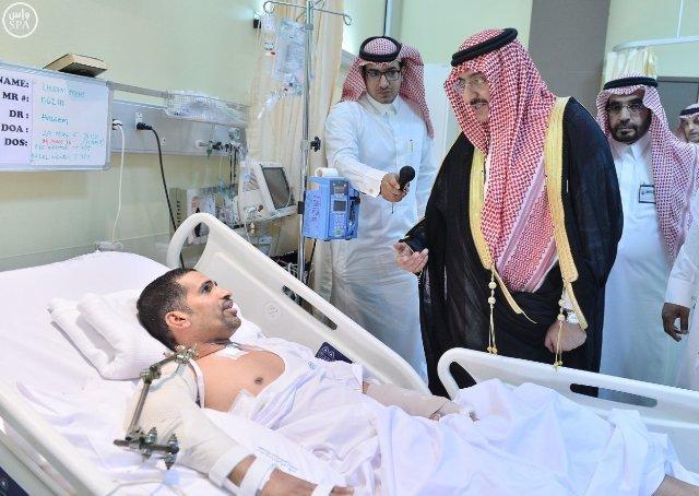 ولي-العهد-يزور المصابين-بمستشفى-قوى-الأمن-بالرياض  (1)