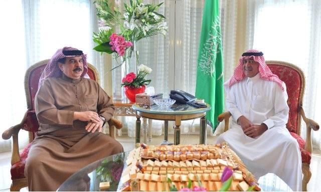 ولي-العهد-يستقبل-ملك-البحرين (1)