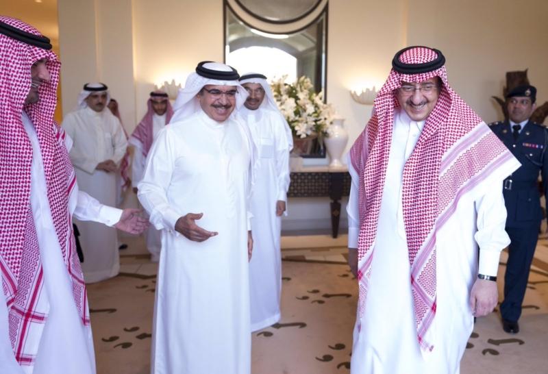 ولي العهد يستقبل وزير داخلية البحرين في جدة (1)
