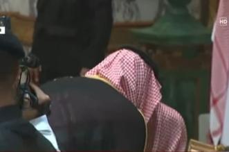 بالصورة.. ولي العهد يُقبل رأس المفتي - المواطن