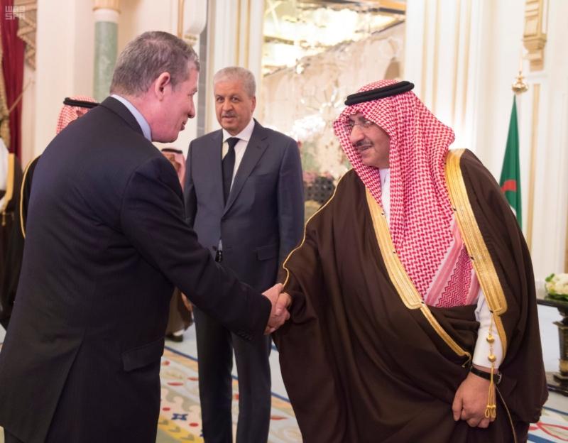 ولي العهد يقيم مأدبة عشاء لرئيس وزراء الجزائر