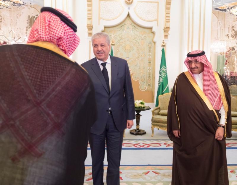 ولي العهد يقيم مأدبة عشاء لرئيس وزراء الجزائر13