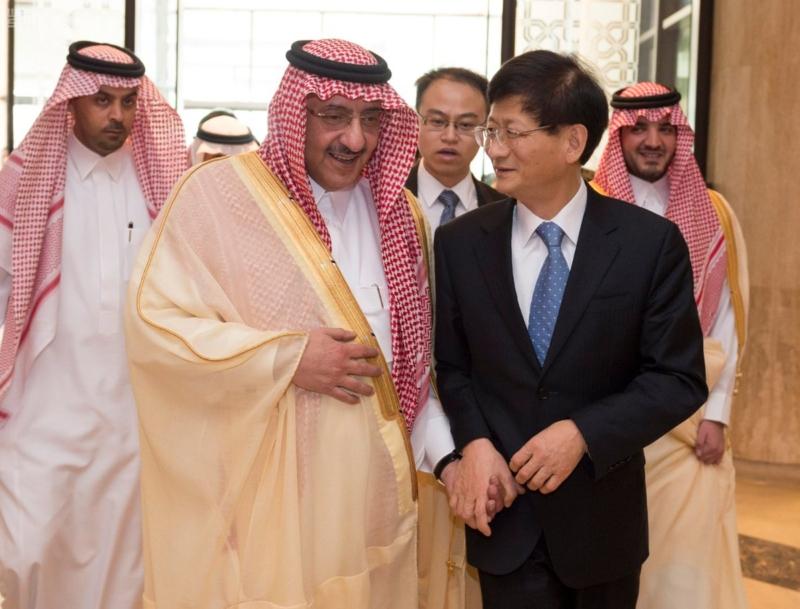ولي العهد يقيم مأدبة غداء عمل للمبعوث الخاص للرئيس الصيني1