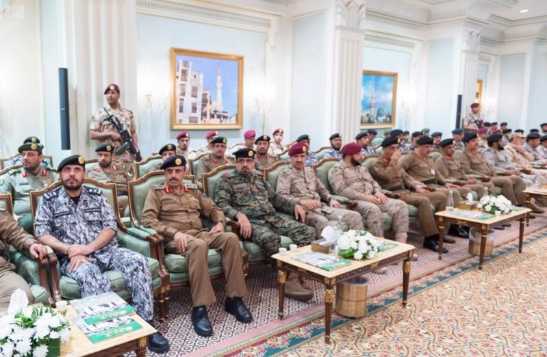 ولي العهد يلتقي قادة القطاعات العسكرية15