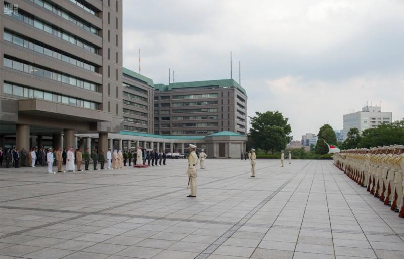 ولي ولي العهد ووزيرة دفاع اليابان 11