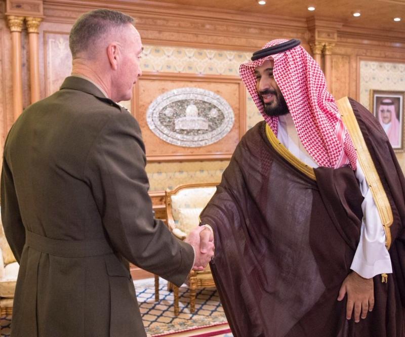 ولي ولي العهد يقلد رئيس هيئة الأركان الأمريكية وسام الملك عبدالعزيز3