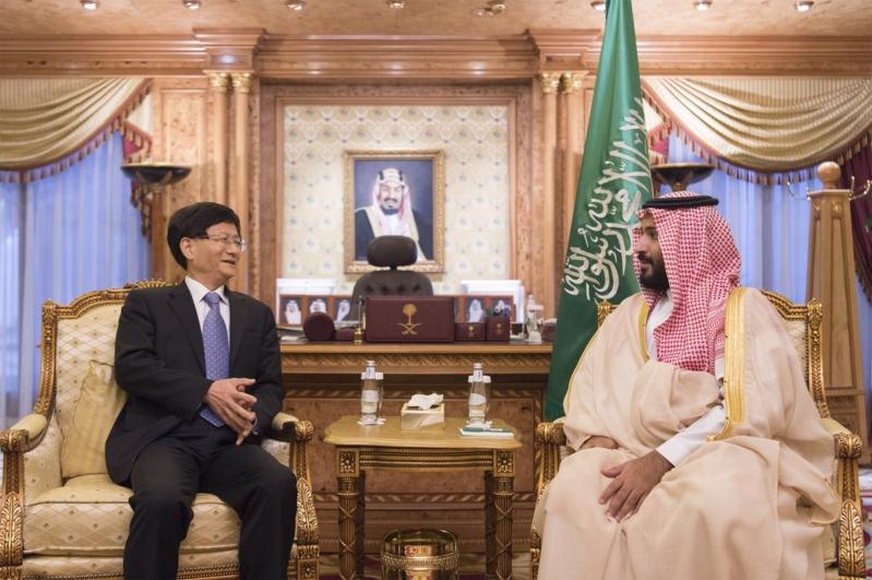 ولي ولي العهد يلتقي المبعوث الخاص لرئيس الصين ويستعرضان العلاقات الثنائية وجملة من المسائل ذات الاهتمام المتبادل.1