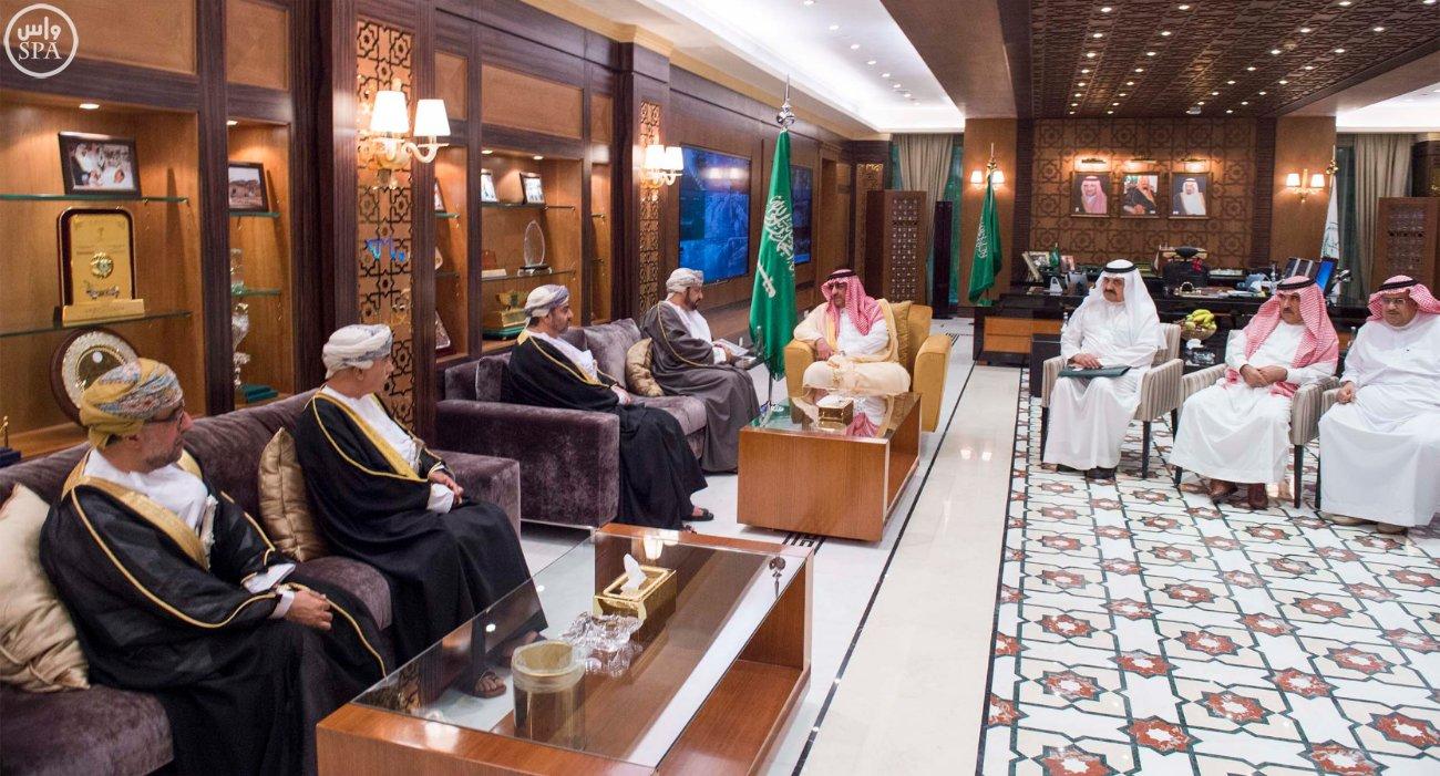 #ولي_العهد يبحث العلاقات الثنائية مع وزير داخلية #عمان (3)