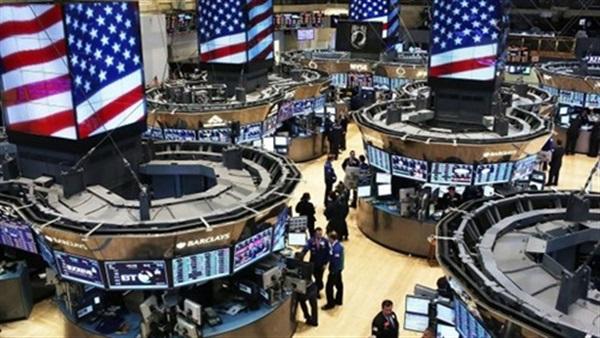 تراجع توقعات النمو العالمي يهبط بالأسهم الأمريكية عند الفتح