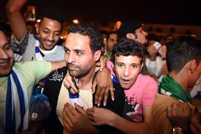 بالصور.. الطوفان الأزرق يغمر مطار الملك خالد الدولي لاستقبال ياسر - المواطن
