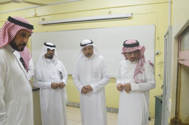 مدير جامعة جازان يتفقد كلية العلوم والآداب بصامطة والكلية الجامعية بأبي عريش