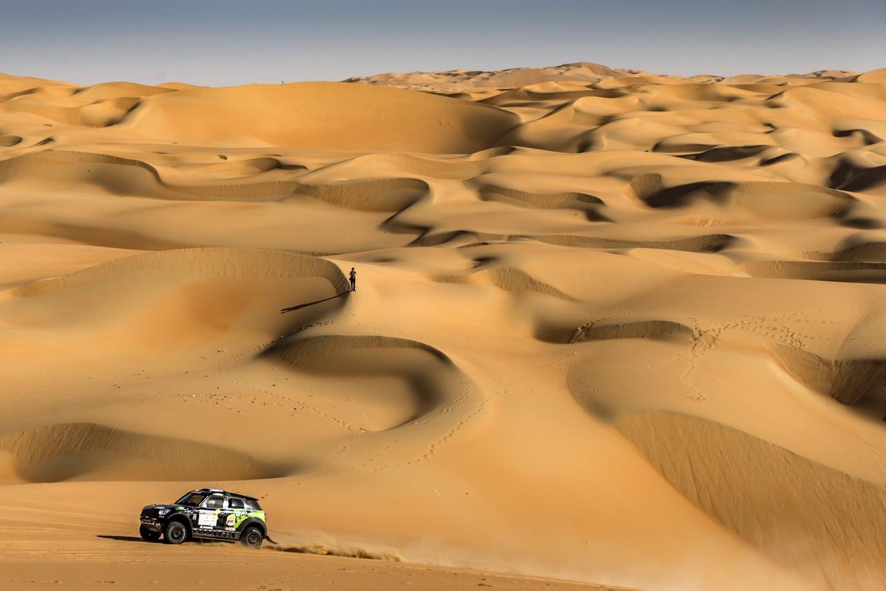 يزيد الراجحي ينتزع وصافة العالم في تحدي الصحراء بابو ظبي (13)