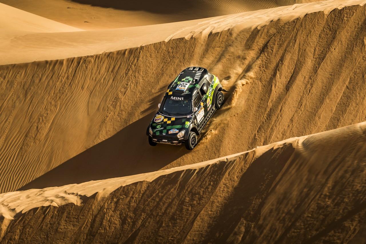 يزيد الراجحي ينتزع وصافة العالم في تحدي الصحراء بابو ظبي (14)