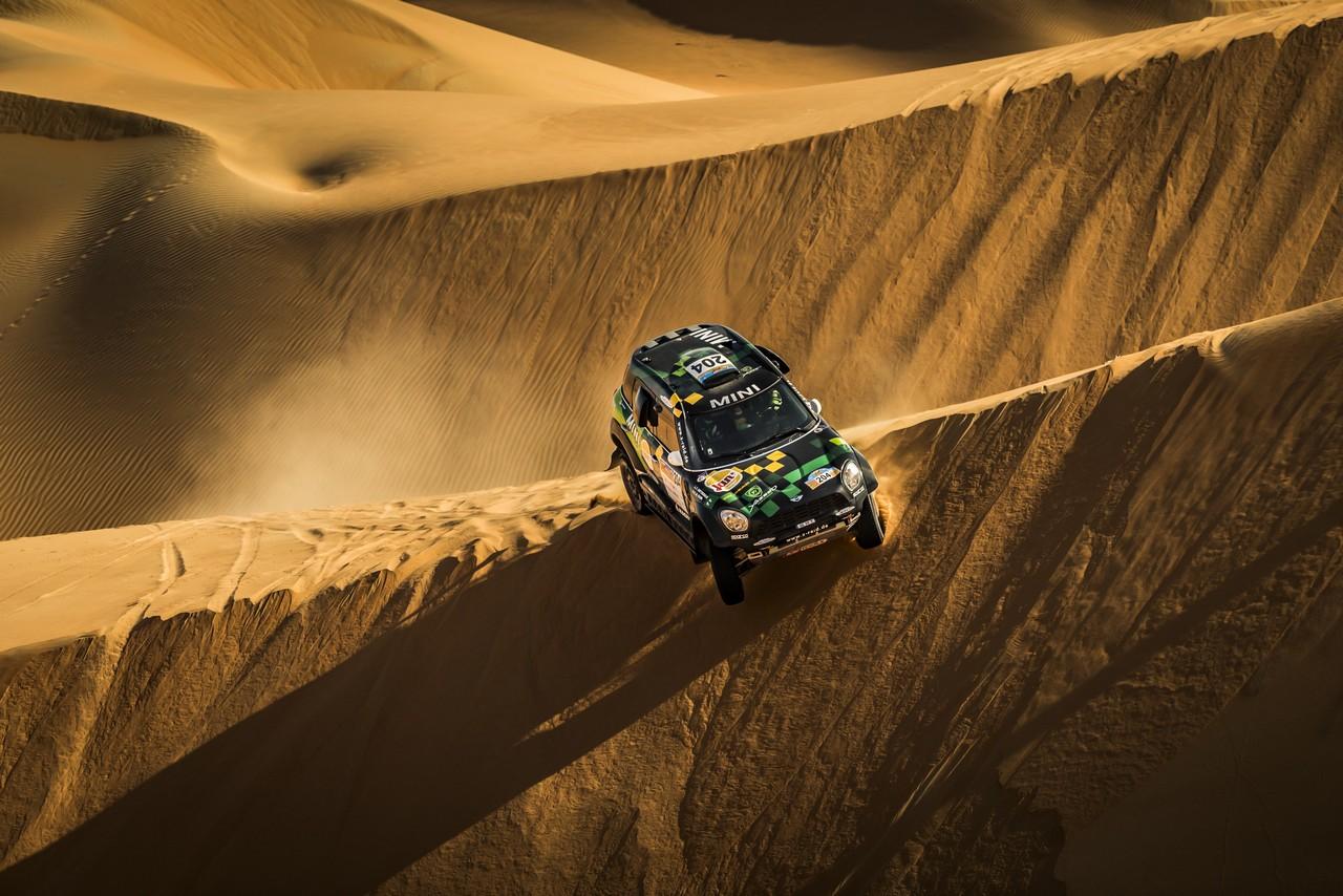 يزيد الراجحي ينتزع وصافة العالم في تحدي الصحراء بابو ظبي (17)