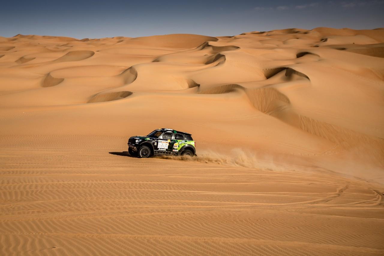 يزيد الراجحي ينتزع وصافة العالم في تحدي الصحراء بابو ظبي (18)