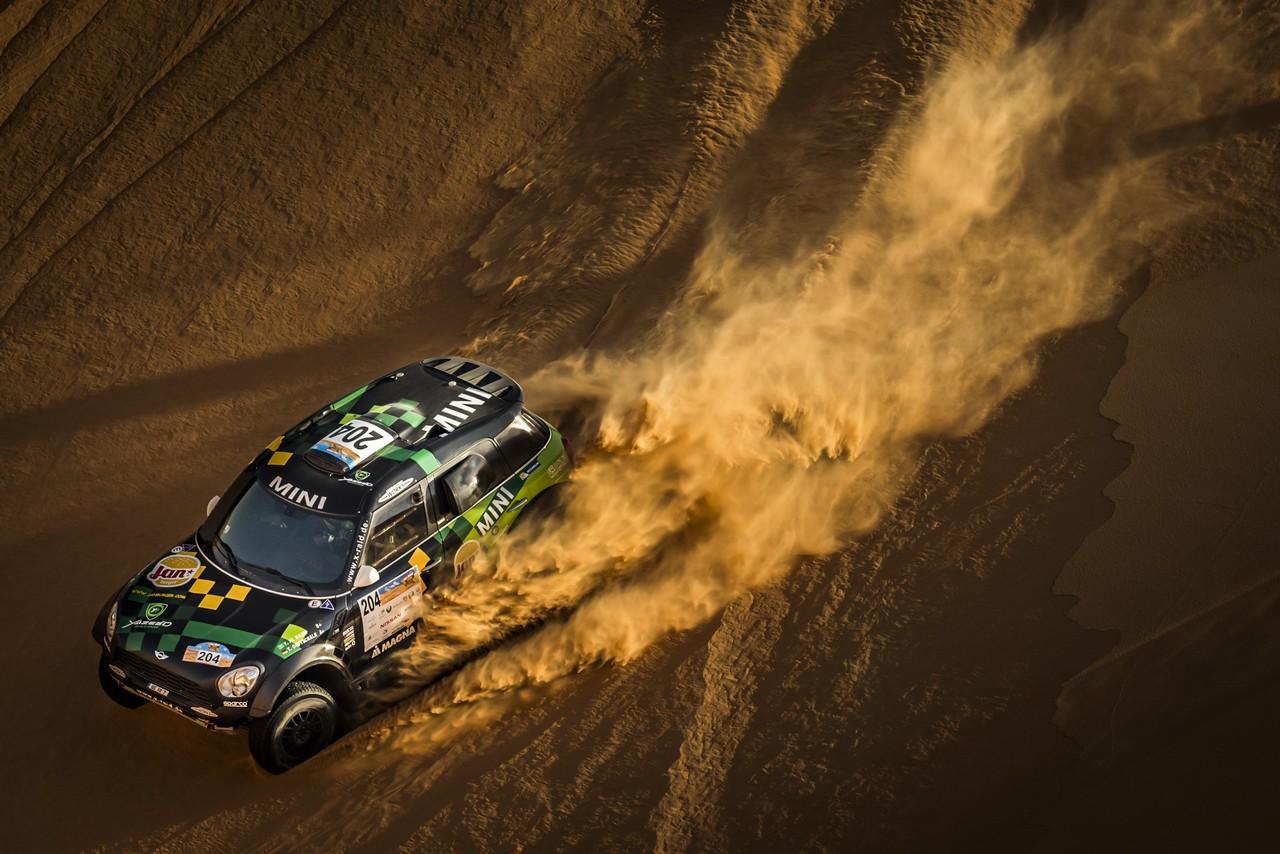 يزيد الراجحي ينتزع وصافة العالم في تحدي الصحراء بابو ظبي (19)
