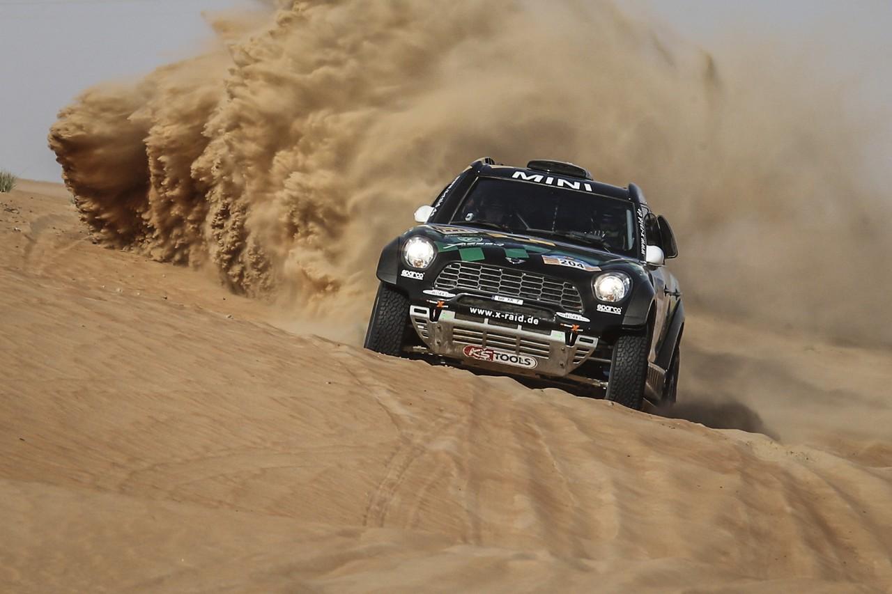 يزيد الراجحي ينتزع وصافة العالم في تحدي الصحراء بابو ظبي (2)