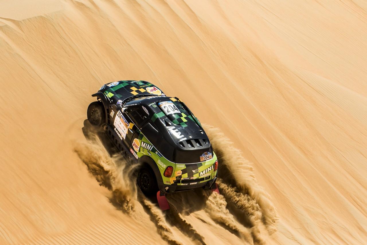 يزيد الراجحي ينتزع وصافة العالم في تحدي الصحراء بابو ظبي (21)