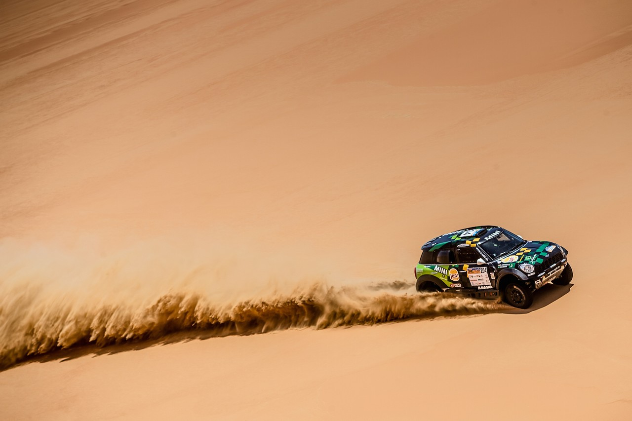 يزيد الراجحي ينتزع وصافة العالم في تحدي الصحراء بابو ظبي (24)