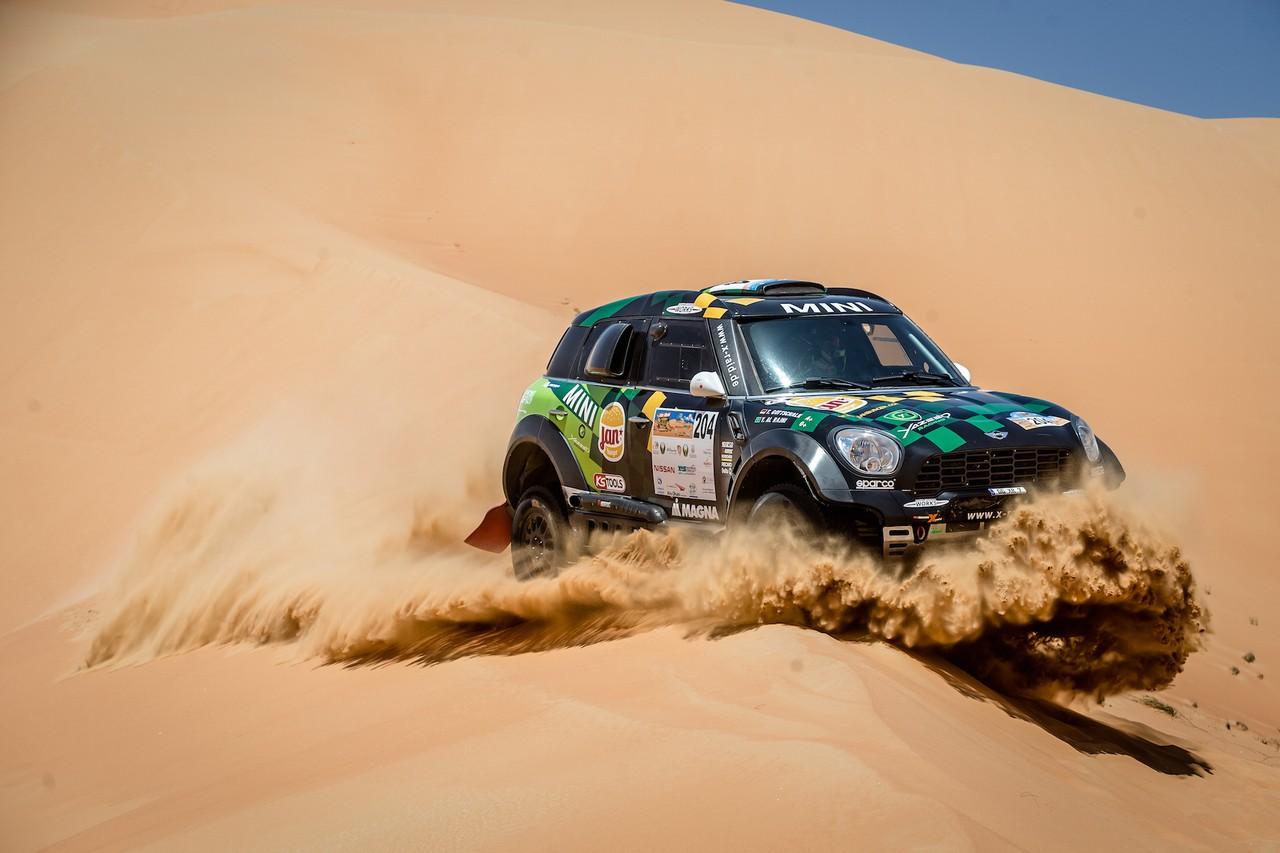 يزيد الراجحي ينتزع وصافة العالم في تحدي الصحراء بابو ظبي (25)