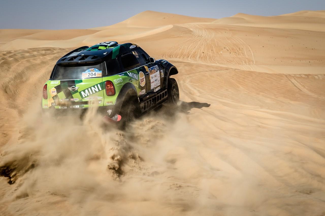 يزيد الراجحي ينتزع وصافة العالم في تحدي الصحراء بابو ظبي (27)