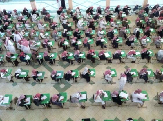 يقصون شريط الاختبارات (1)