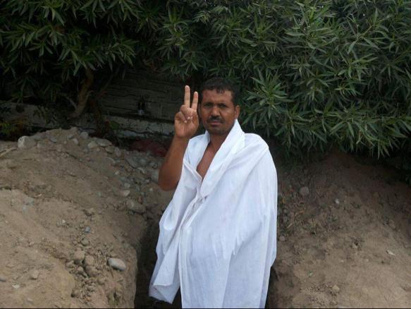 يمني-  قبر