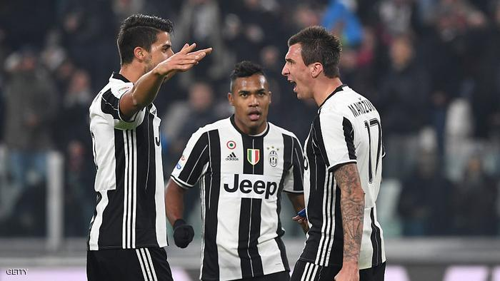 during the Serie A match between Juventus FC and Pescara Calcio at Juventus Stadium on November 19, 2016 in Turin, Italy.