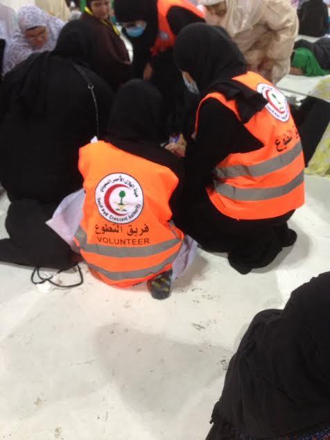 ١٢٠ متطوعة بالهلال الأحمر يعملن أيام العيد في الحرم المكي بالحج