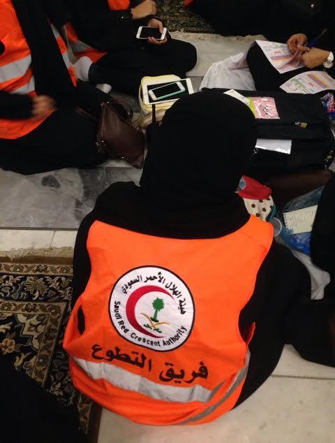 ١٢٠ متطوعة بالهلال الأحمر يعملن أيام العيد في الحرم المكي بالحج2