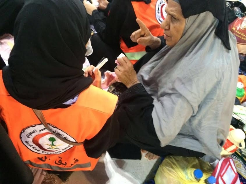 ١٢٠ متطوعة بالهلال الأحمر يعملن أيام العيد في الحرم المكي بالحج4