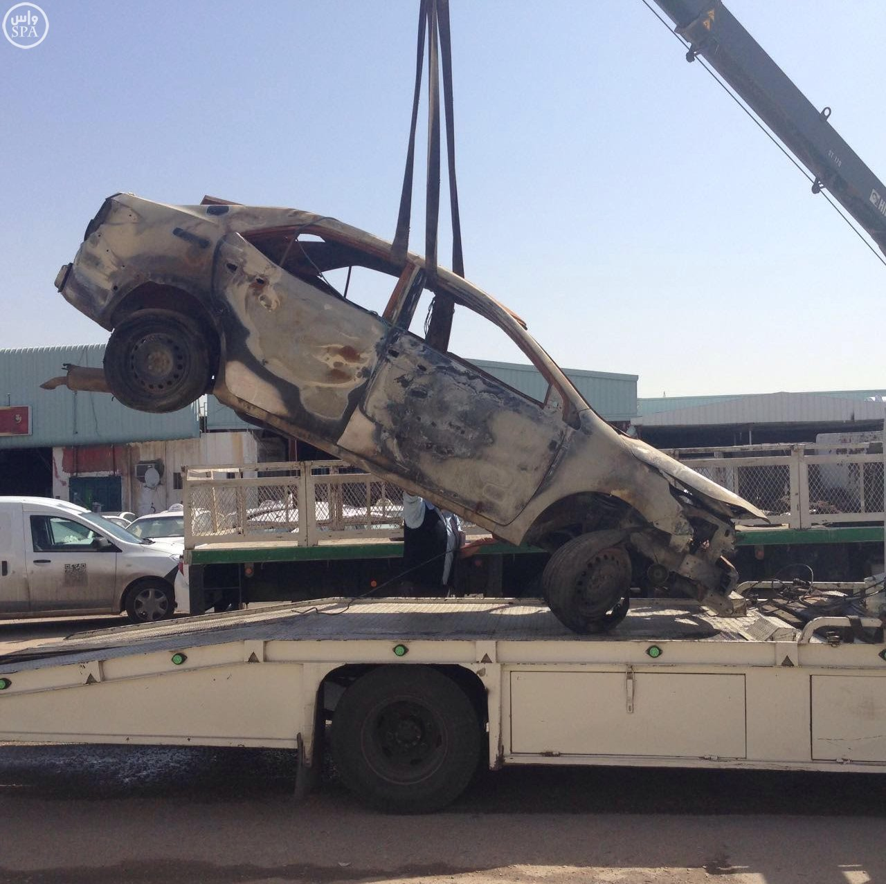 أمانة الرياض تزيل 280 سيارة تالفة بصناعية النسيم (1)