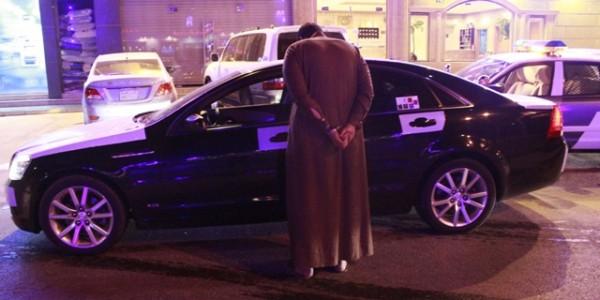 دوريات أمن الرياض توقع بأحد الجناة بعد سرقة سيارة