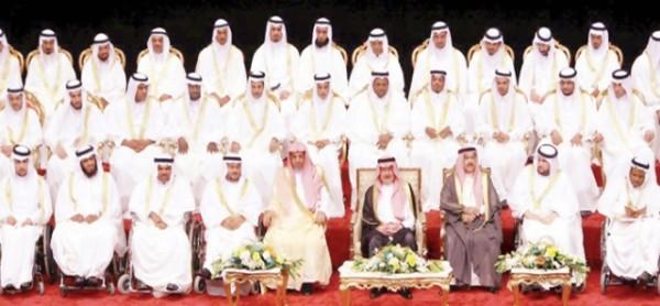 امير الرياض يرعي حفل 150 زواج (1)