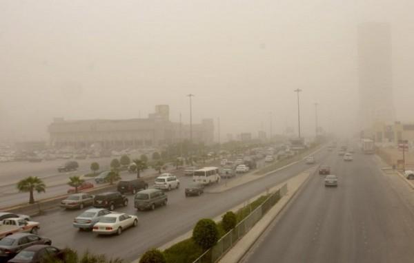 رياح ترابية تسبب انعدام في الرؤية بـ #الرياض - المواطن