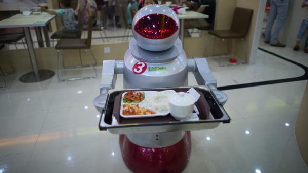 مطعم صيني طاقم عمله من الروبوتات