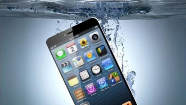 """""""آبل"""" تحصل على براءة اختراع لجعل """"آيفون7"""" مضاداً للماء - المواطن"""