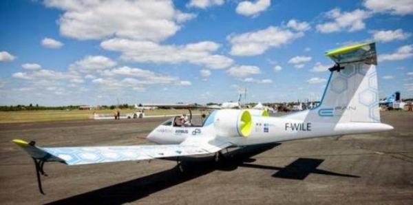 اول-طائرة-كهربائية