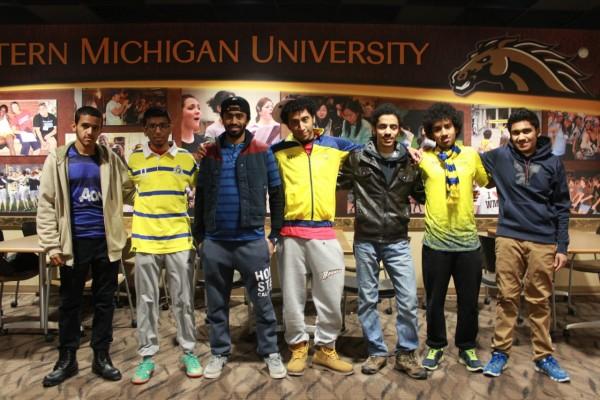 صورة لطلاب المشجعين لديربي
