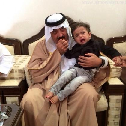الأمير متعب بن عبدالله يعزي أسرة الشهيد الملازم أول جديع بن قبلان