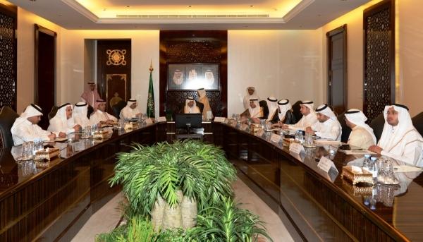 أمير #مكة يناقش مراحل الإنجاز بمروج #جدة - المواطن