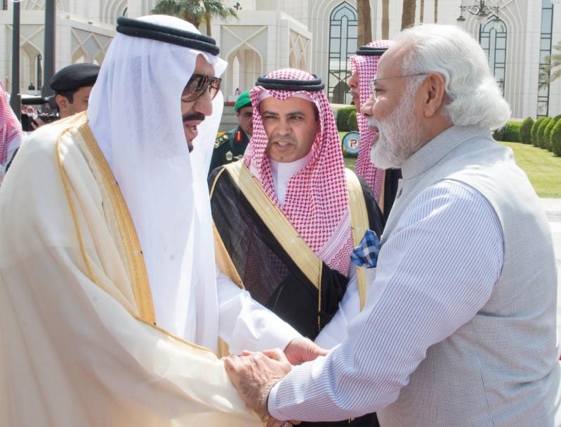 سمو ولي العهد يلتقي رئيس الوزراء الهندي 3