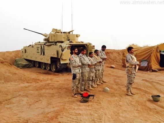 بالصور.. حلت الصلاة فانصرف عناصر القوات البرية لتأديتها - المواطن